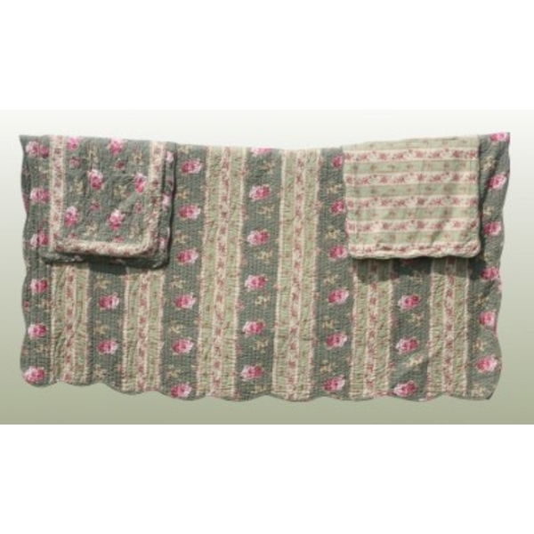 Kingsize Classic Rose Quilt with Two Pillowcases